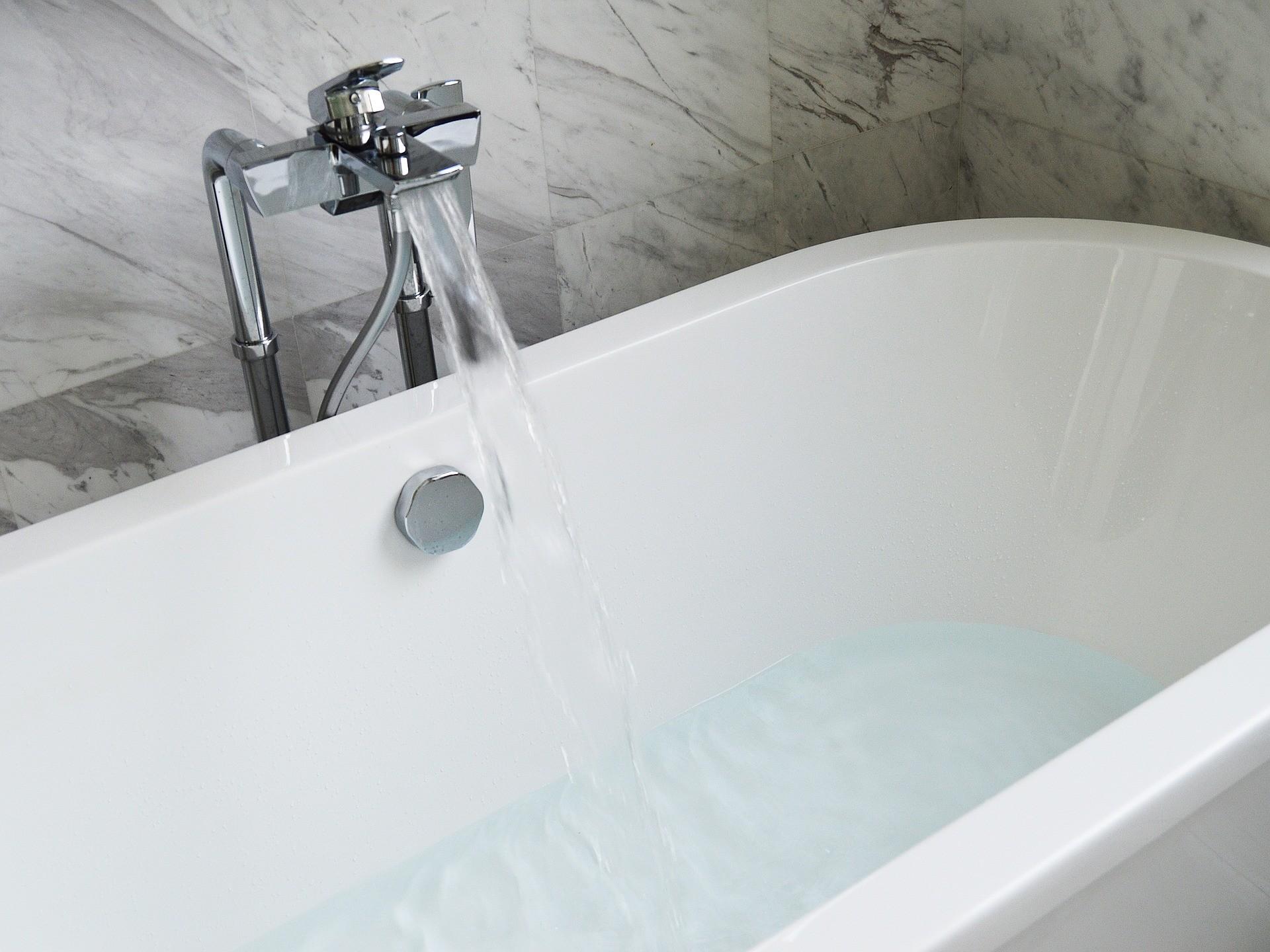 bathtub-890227_1920