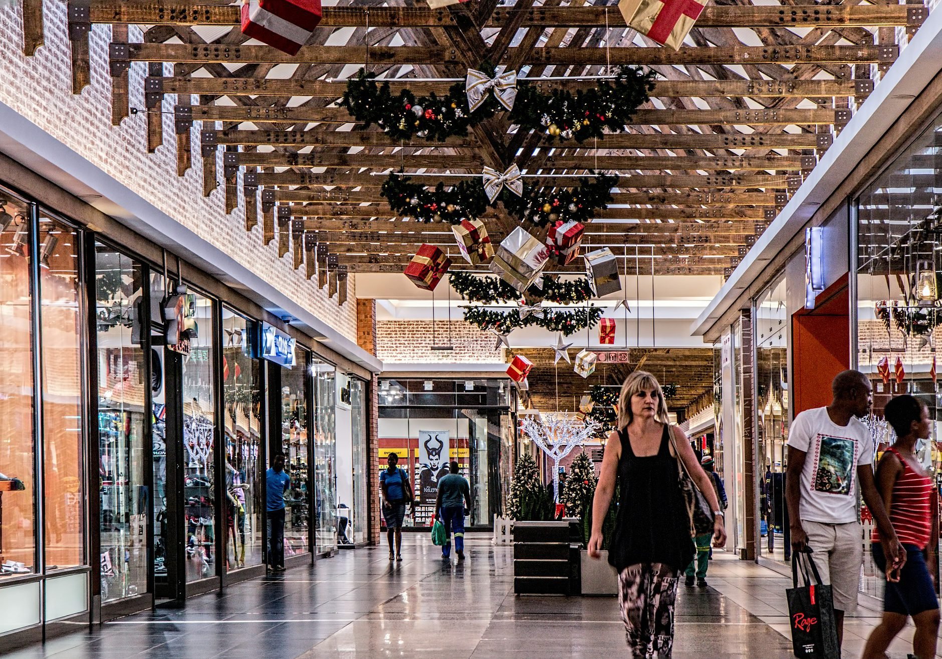 shopping-mall-522619_1920